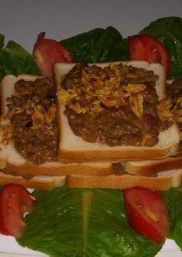 صفيحة اللحم على خبز التوست