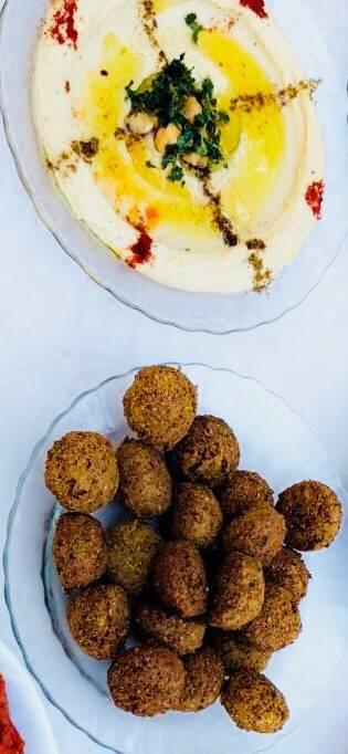 طبق حُمُّص مع فلافل مقبلات على الفطور 👌🏼