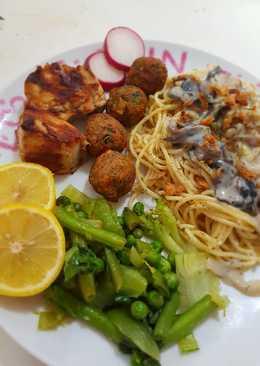 اكلات_للعشاء سباكيتي بصوص الفطر مع خضار وصدر الدجاج المشوي