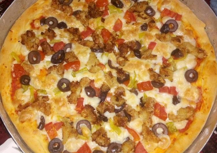 بيتزا بالدجاج كريسبي Crispy Chicken Pizza بالصور من Ibe Elkenany