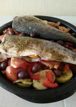 سمك قاروس في الفرن مع الخضار