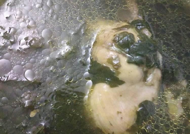 ملوخية خضرا بالدجاج