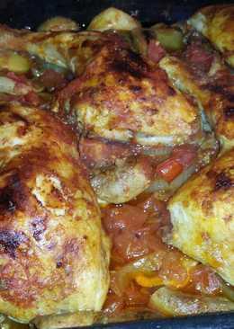 صينية دجاج وبطاطا مع البندورة والسمسم الناعم ☺😋😋😋