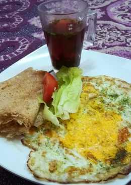بيض بزيت البخاخ الصحي مع الخبز العماني والشاي (دايت)