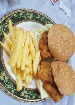 ساندويتش فيليه الدجاج مع البطاطس المقلية