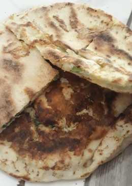 فطاير جبن وبيض بالخبز اللبناني