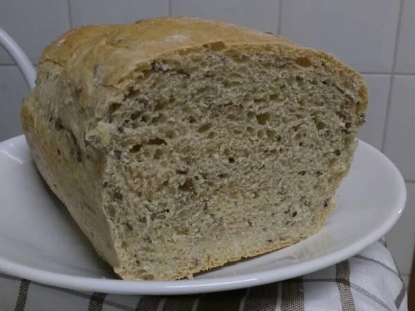 Pão de forma da Rita Lobo versão integral c/ o que tinha em casa