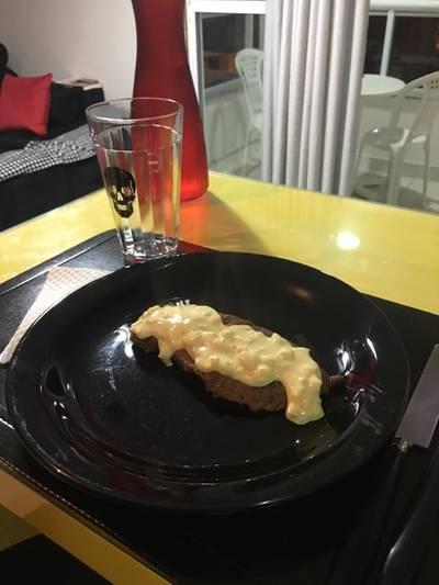 Bife ao molho mostarda
