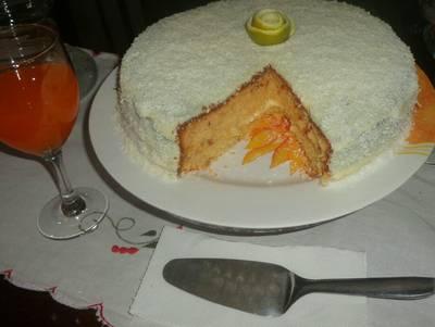 Bolo de laranja com recheio de coco