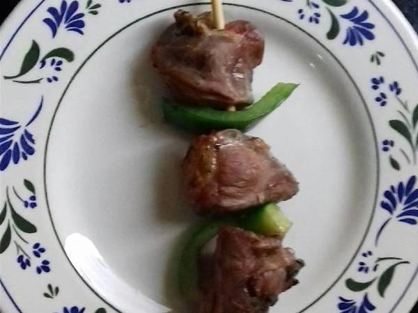Espetinho de carne com pimentão