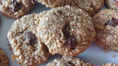 Cookies de aveia, coco e pedaços de chocolate
