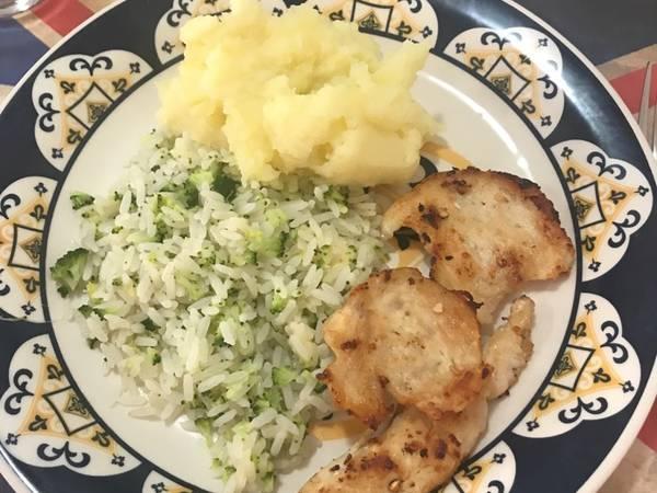 Arroz com brócolis e queijo prato