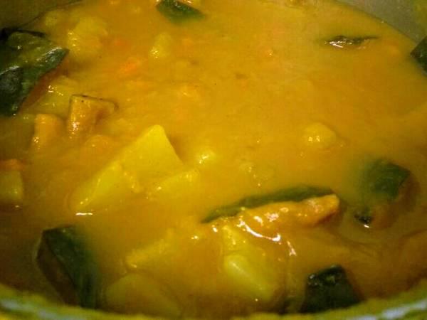 Sopa de legumes com curry
