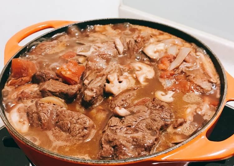 鑄鐵鍋🥘紅酒番茄燉牛肉