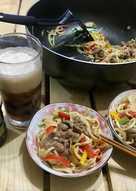 三色梅花豬肉炒麵