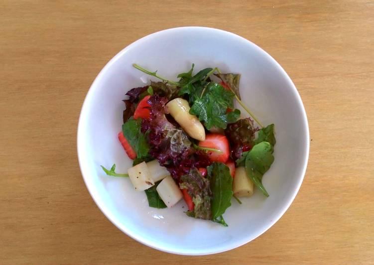 蘆筍草莓芝麻葉沙拉
