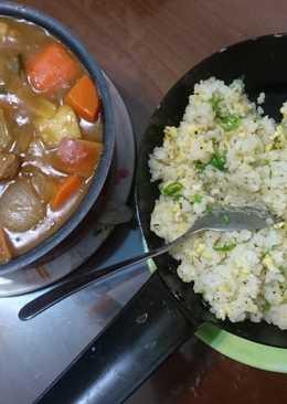 蛋炒飯佐咖哩醬汁