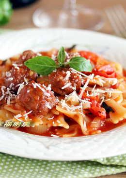 一鍋到底電鍋整顆番茄料理~番茄肉丸蝴蝶麵