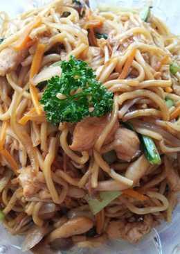 蔬菜菇菇雞肉日式焼きそば (日式炒麵)