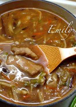 滑嫩的香菇赤肉羹