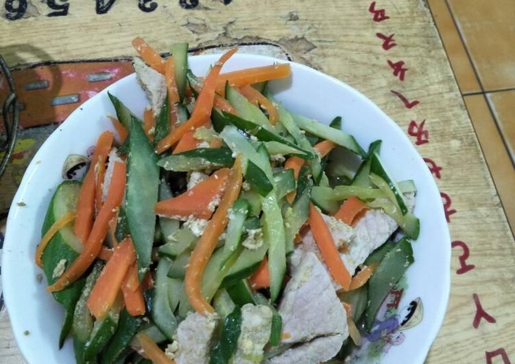 小黃瓜,胡蘿蔔炒里肌肉條