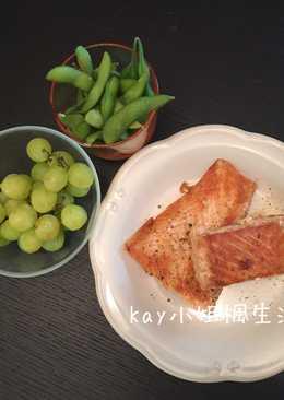 薄鹽香煎三文魚 Light Salted Pan Fried Salmon -- 15分鐘內就能輕鬆上菜