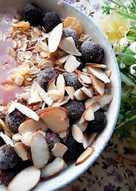 暖心暖胃的熱麥片 ~ 紅莓杏仁藍莓燕麥碗