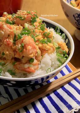 日式滑蛋蝦仁蓋飯。法式炒蛋配上鮮甜蝦子,絕配。