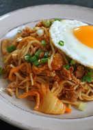 韓式泡菜肉碎炒麵