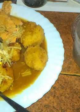 豐盛早餐鮭魚糙米飯金針菇炸馬鈴薯球蛋咖哩