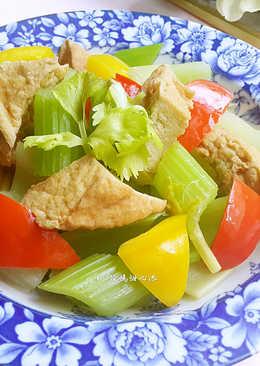 油豆腐炒西芹(5分鐘快速料理)