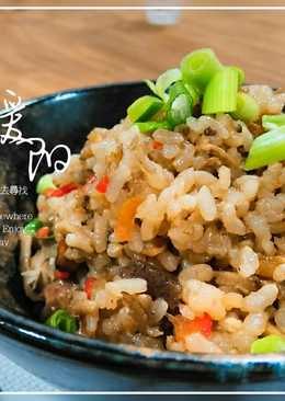 牛蒡雞肉炊飯,日式家庭料理。健康飲食,用電鍋簡單做炊飯。