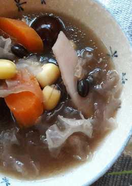 美麗湯膳 ~ 黑豆山藥蓮子銀耳烏骨雞湯