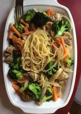 蔬菜雞肉白醬義大利麵