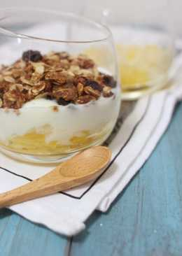 健康早餐: 鮮果乳酪燕麥杯