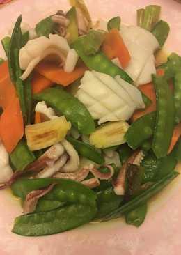 花枝炒荷蘭豆 Fried Cuttlefish with Sweet Bean