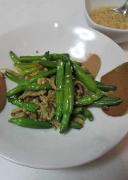 芥末拌日式燻醃漬蘿蔔鮮金針菜