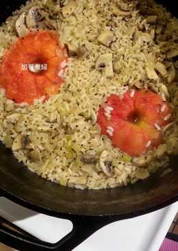 鑄鐵鍋也來整顆番茄飯