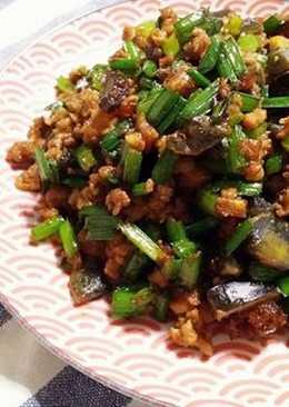 皮蛋絞肉炒韭菜花