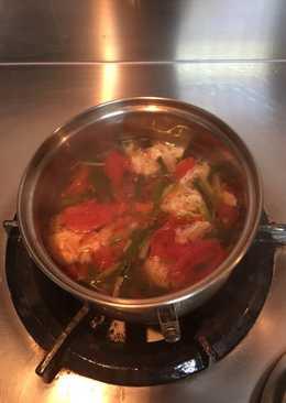 𤠣頭菇蕃茄豆腐湯