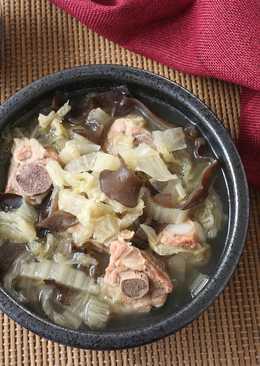 黑木耳酸白菜排骨湯