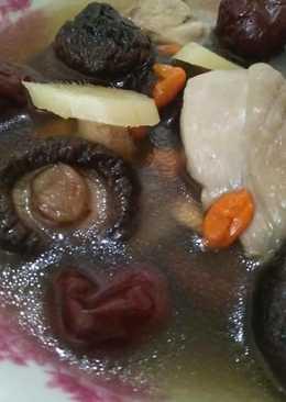 枸杞紅棗香菇雞湯【豆豆愛的料理】