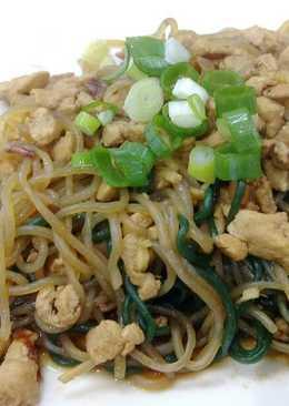 雞胸肉炒蒟蒻麵