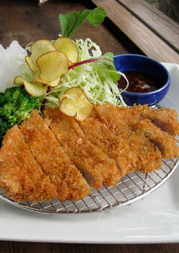日式炸豬排 Deep-fried Pork Cutlet (TONKATSU)