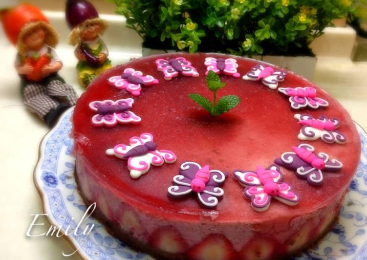 草莓慕斯巧克力海綿蛋糕