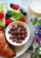 健康早餐 ~ 花生醬起司可頌 + 巧克力上脆麥牛奶 + 雞肉蔬果沙拉 + 原味豆漿