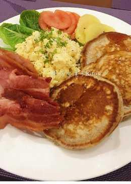 早午餐(鬆餅+西式炒蛋+培根)