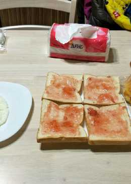 草莓土司+元氣蛋