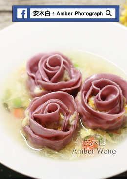 玫瑰花餃海鮮濃湯