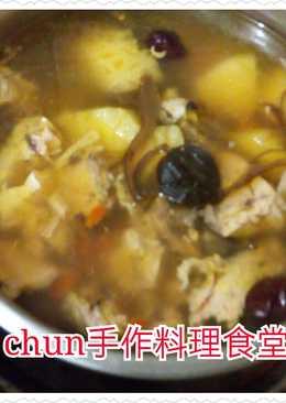 黑蒜頭鳳梨木耳雞湯